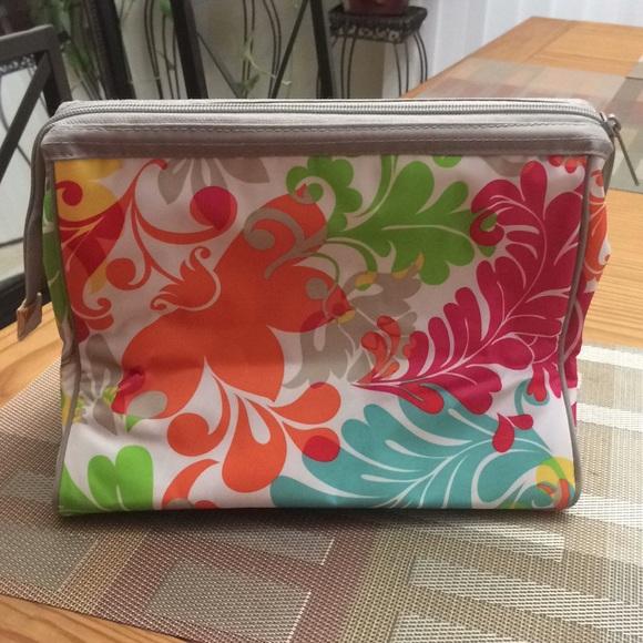 61e8f4027c Thirty-one cosmetic bag island damask  4123